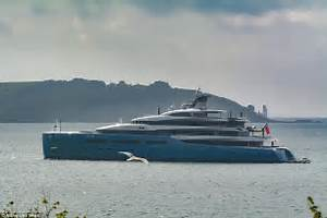 Spurs Owner39s Yacht Aviva Takes To The Water Daily Mail
