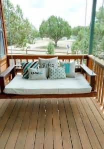 DIY Pallet Outdoor Bed Swing