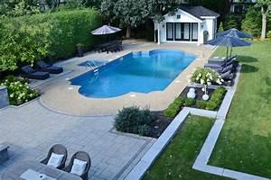 un amenagement paysager de prestige autour d39une piscine With amenagement paysager avec piscine creusee