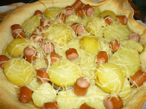 cuisiner des saucisses de strasbourg tarte aux saucisses de strasboug pomme de terre et sa compotée d 39 oignons la cuisine oursante