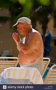 Sonnenliege Für übergewichtige : obese pool swimming overweight stockfotos obese pool swimming overweight bilder alamy ~ Orissabook.com Haus und Dekorationen