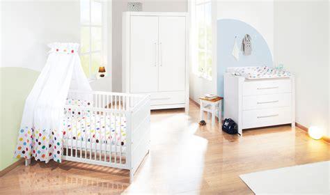 chambres pour bébé chambre bébé puro massif lasuré blanc avec armoire