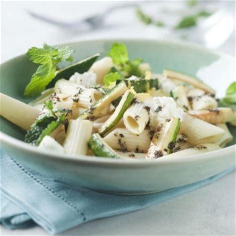 salade de courgettes et de p 226 tes 224 la menthe