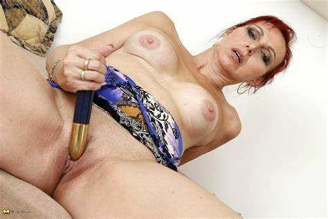 Stunning Mature Records Herself Playing In The Showe