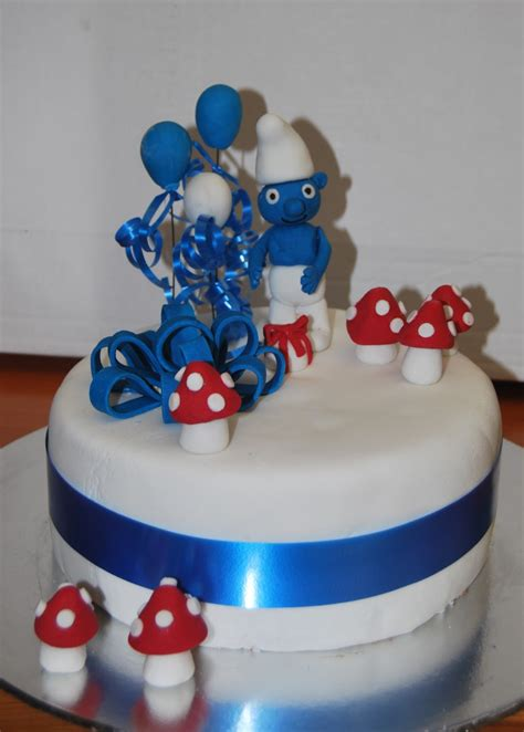 dg creations cakes  biscuits smurf cake