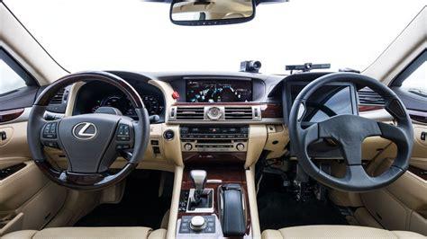 driving lexus   steering wheels