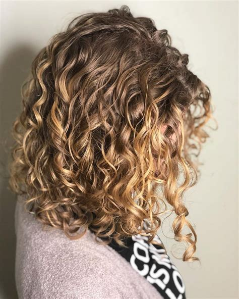 25 Best Shoulder Length Curly Hair Ideas (2020 Hairstyles