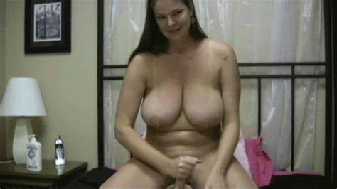 Carrie Moon The Naughty Housewife