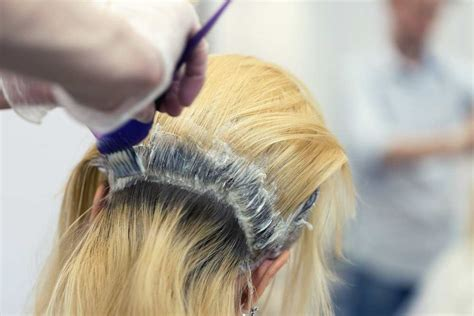 How To Bleach Your Roots At Home