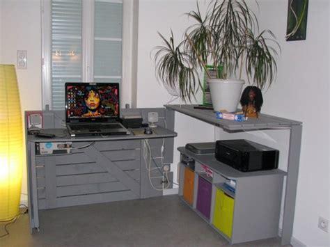 diy bureau diy un bureau caché réalisé avec des palettes floriane