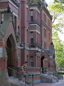 Matthews - Freshmen dorm at Harvard University in Harvard ...