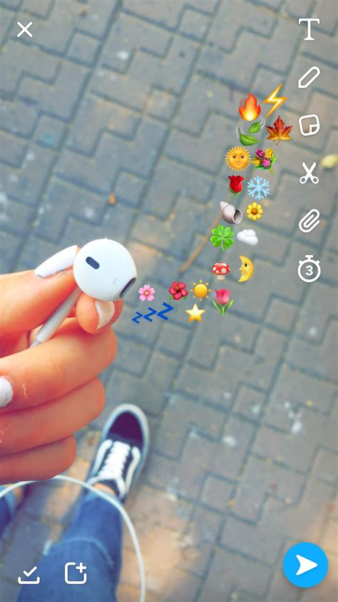 Aesthetic Headphone Iphone Emoji Aesthetic Wallpaper by Pin By Shachar Dreamer On Sanpchat In 2019 Emoji