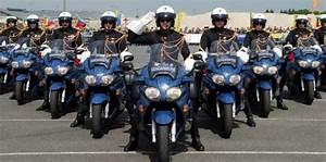 Moto Et Motard : un motard de la garde r publicaine perd le contr le de sa moto et se tue 10 avril 2014 l 39 obs ~ Medecine-chirurgie-esthetiques.com Avis de Voitures