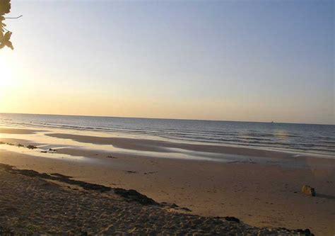wisata pantai  madura   membuatmu bahagia