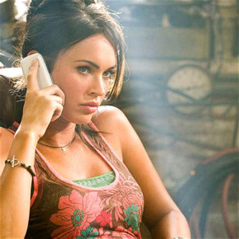 Resultado de imagen de mujer sorprendida hablando celular