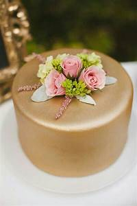 Best 25+ Gold fondant ideas on Pinterest | Edible gold ...