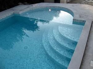 Piscines traditionnelles Marinal : Choisir son escalier de piscine