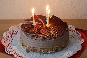 Birthday cake - Wikipedia