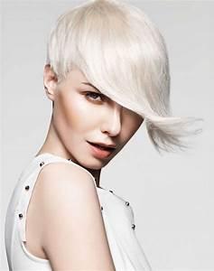 Coupe Longue Femme : coupe courte femme avec longue frange coupes de cheveux ~ Dallasstarsshop.com Idées de Décoration