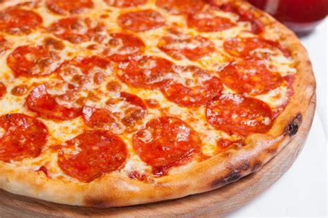 Delicious salami pizza Photo | Free Download