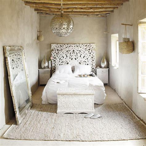 t 234 te de lit sculpt 233 e en manguier massif blanche effet vieilli l 160 cm kerala maisons du monde