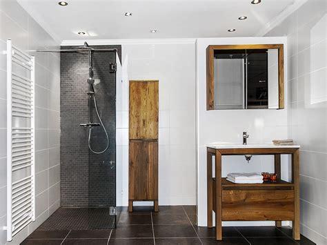landelijke badkamers met hout keukens badkamers sauna s en sanitair jan van sundert