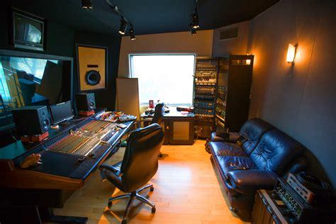 Home Recording Studio : Inside The Underground World Of La's Home Recording