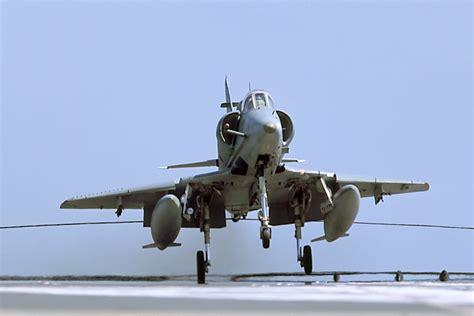 Daher sollten sie auf eine korrekte beschriftung achten. The Mighty A-4 Skyhawk Was the U.S. Navy's Best Little Bomber | The National Interest