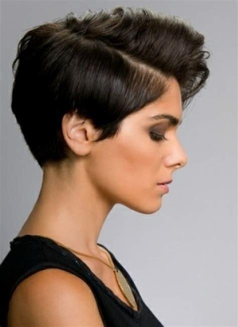 kurze dunkle haare