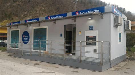 nuova banca marche riapre filiale  container  visso