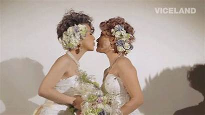 Giphy Kiss Gifs Ellen