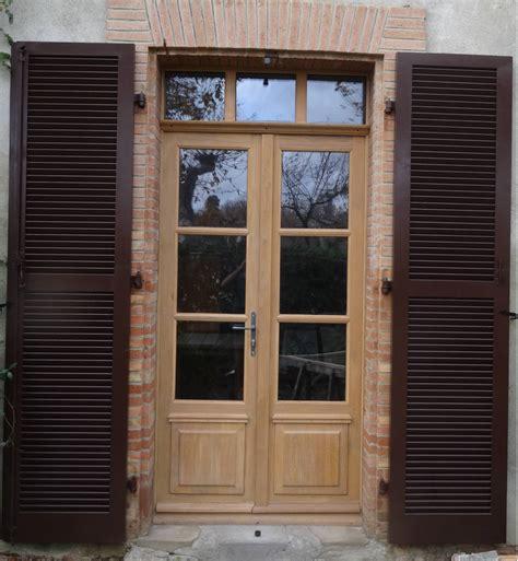 table cuisine pin portes fenêtres bois