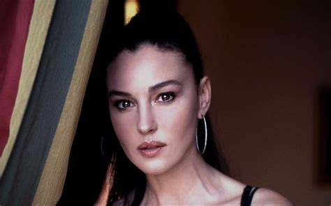Monica Bellucci Wallpapers Images Photos Pictures Backgrounds