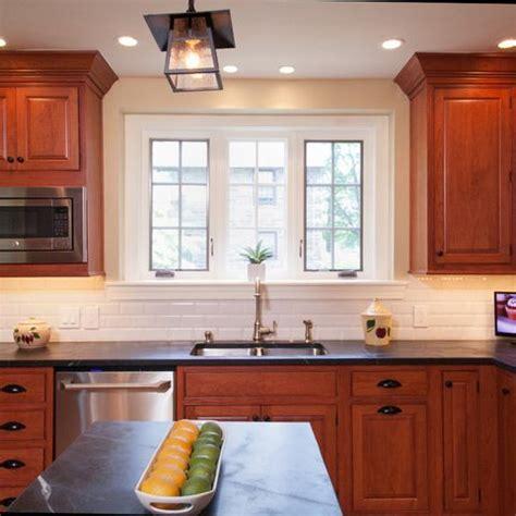 kitchen backsplash cherry cabinets 25 best ideas about cherry kitchen on cherry