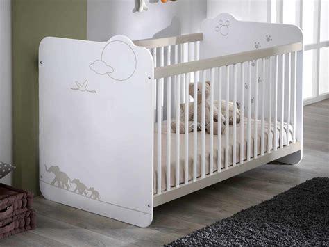 solde chambre bébé lit bébé à barreaux en bois avec sommier réglable