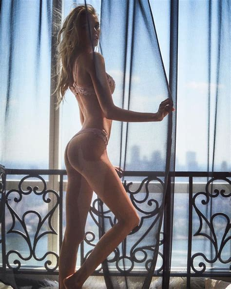 Stella Maxwell Fappening Sexy 17 Photos The Fappening