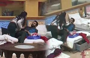 bigg boss 10 manu and mona caught kissing on bed bollybytes With big boss bed