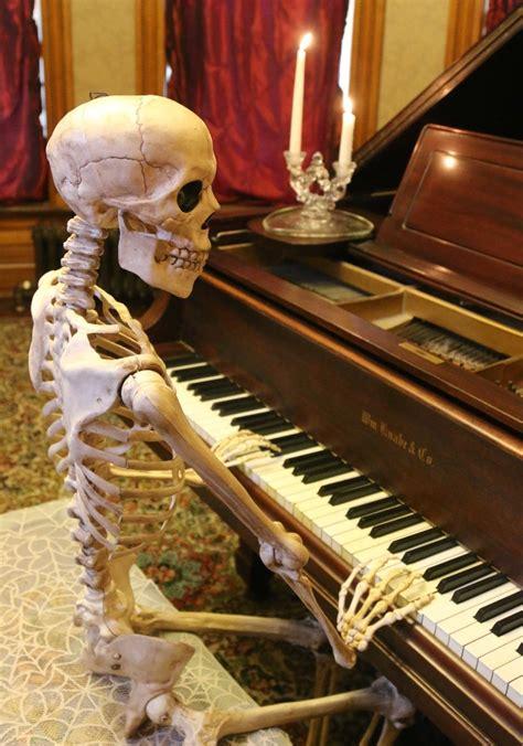 stunning skeleton halloween decorations ideas