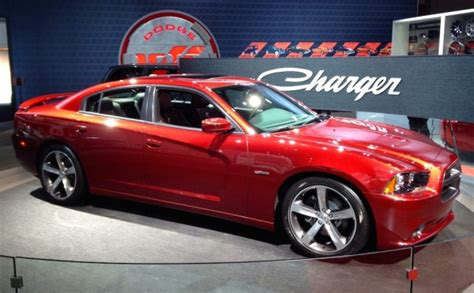 2014 New York Int'l Auto Show Looks Forward and Back   The