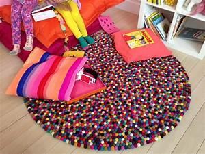 un tapis pour la chambre des enfants With faire un tapis en boule de feutre