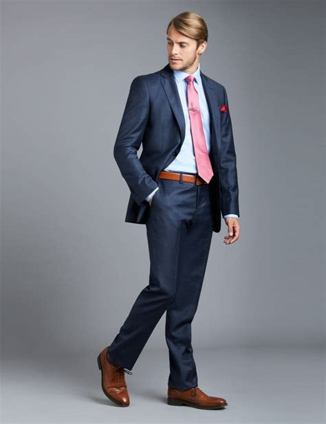 costume bleu chaussure marron 1001 id 233 es pour porter le costume bleu roi comment se pr 233 senter aux soir 233 es sp 233 ciales