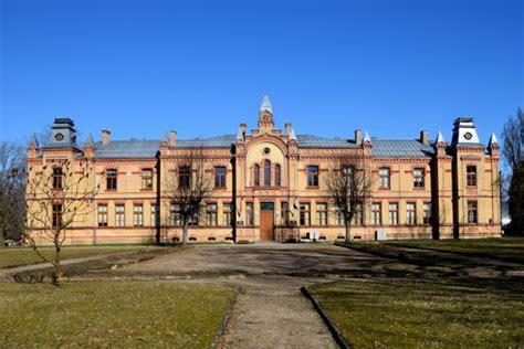 Valmieras Valsts ģimnāzija aicina uz 95 gadu jubilejas salidojumu 9.maijā - Valmieras Ziņas