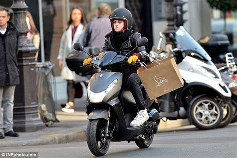 Kristen Stewart Films Scenes For New Film Personal Shopper
