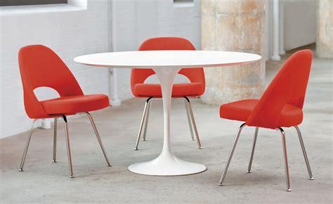 saarinen executive side chair with metal legs hivemodern