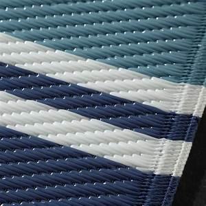 Teppich Blau Weiß Gestreift : outdoor teppich aus kunststoff 120x180 blau gestreift escale maisons du monde ~ Eleganceandgraceweddings.com Haus und Dekorationen