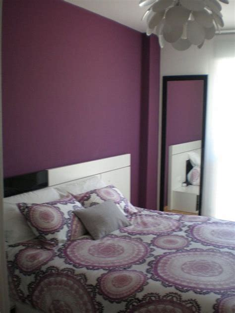 como decorar la habitacion pintada de morado  gris perla