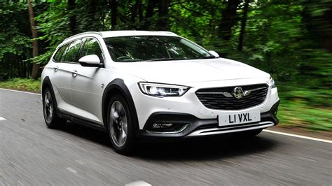 vauxhall insignia vauxhall insignia country tourer 2017 review by car magazine
