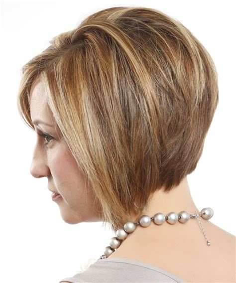 Short Straight Layered Dark Blonde Bob Haircut with Side