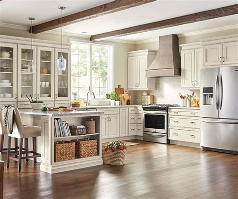 maple kitchen cabinets lowes at lowes lisette maple coconut nougat 7354