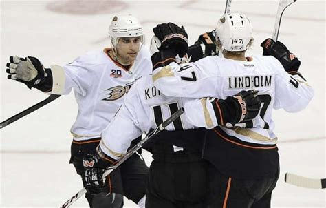 Ryan Getzlaf scored twice, Ducks beat Predators 5-2 to ...